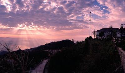 Bình minh trên đỉnh Bà Nà nhìn từ Khách sạn Morin