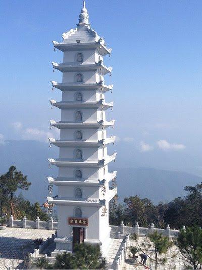 Tháp Nghinh Phong Tụ Bà Nà